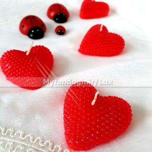 شمع قلبی قرمز